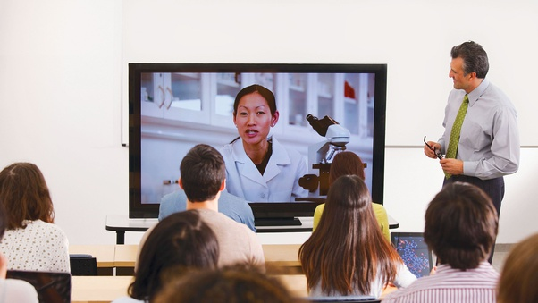 How Online Livestreams Can Enhance Your College Experience